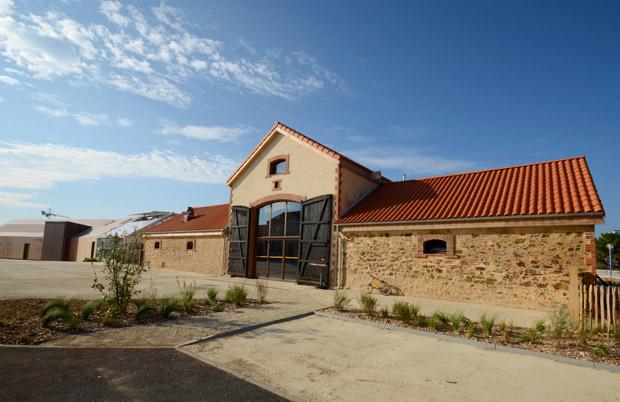 La grange cathédrale et ses services bar, traiteur
