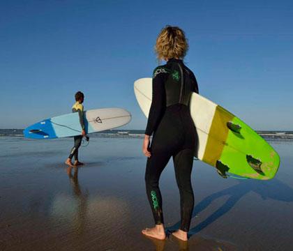 Surfer plage brétignolles